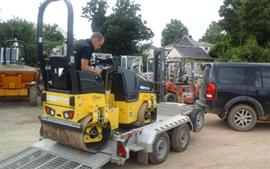 Tim Baker chooses Bomag roller with economizer